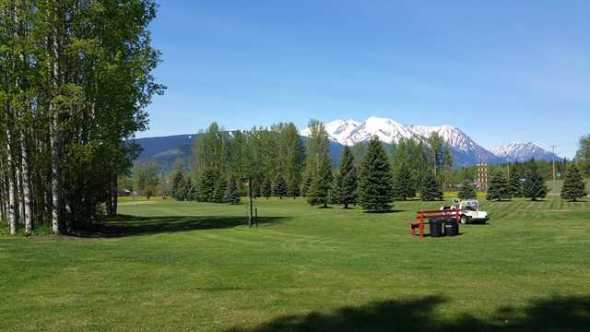 Photo from https://www.golfadvisor.com/courses/26735-smithers-golf-club