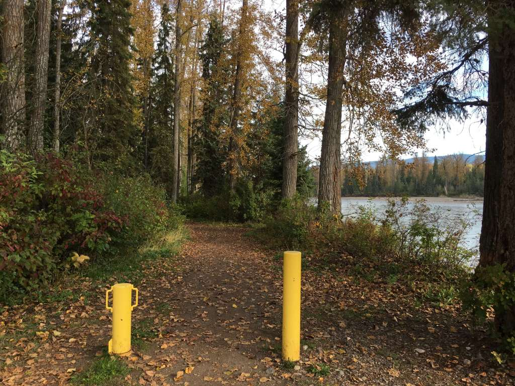 Photo from https://thegoodthebadandtherv.com/2016/09/17/riverfront-rv-park-town-smithers/