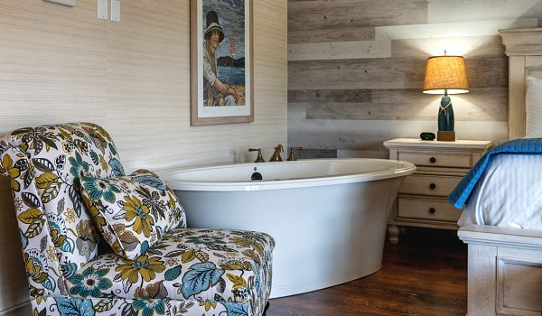 Room 336 Beachhouse King tub 72dpi